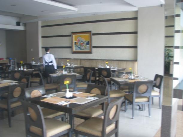 The on-site restaurant, Azzurro.