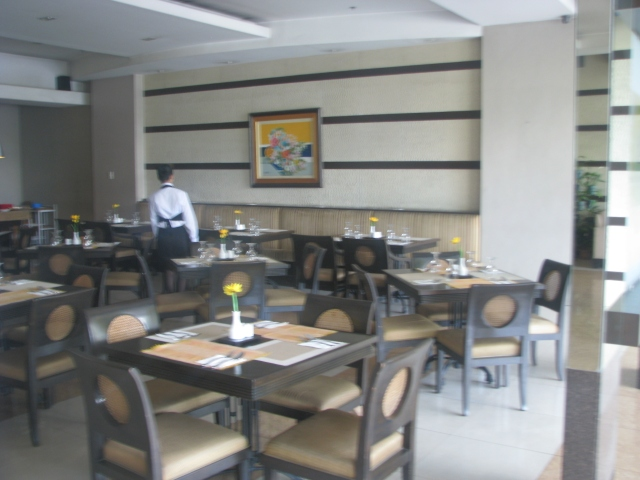 The on-site restaurant, Azzurro.