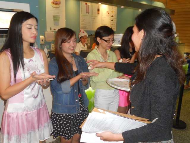 Mikki hands each blogger a sample of Pinkberry Peanut Butter Offerings. They were to close their eyes and determine the ingredients/ toppings that went along with the yogurt.