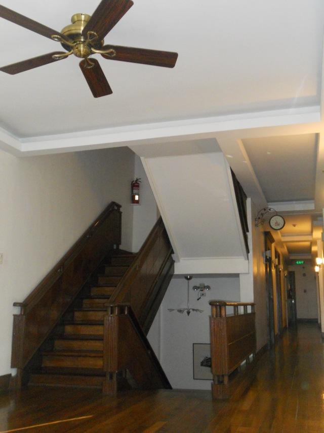 Lotus Garden Hotel Manila - Marilo Wing Lobby Stairs