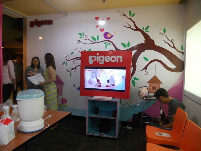 Pigeon Breastfeeding Station in HSBC